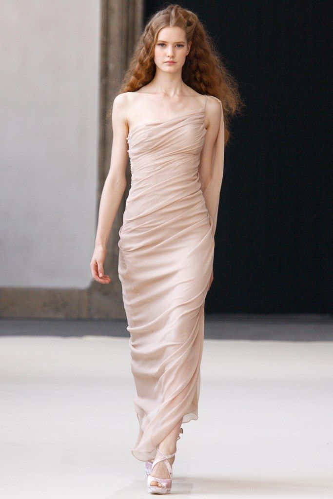 See the complete Luisa Beccaria Spring 2011 Ready-to-Wear collection.