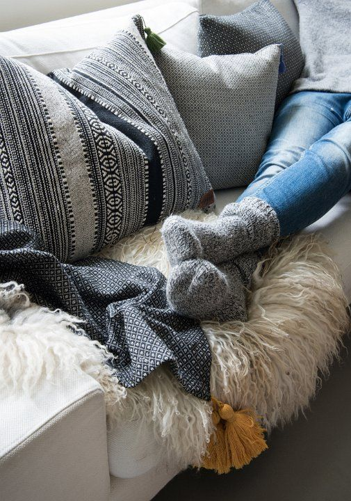 Ya empieza el frío y queda inaugurarada la temporada de peli, sofá y manta!!❄️❄️  Echar un vistazo a nuestra manta de la colección Gustav👇 Link in bio