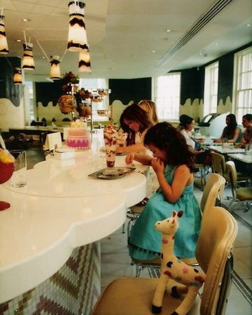 London for families. Fortnum and Mason. Ice Cream Bar in London. London with kids. Ariel Childs.