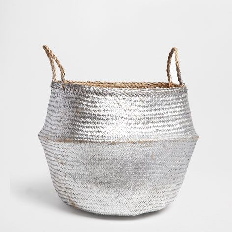 silver and gold: a silvery gift basket that can become a shiny spot for laundry. Zara Home France