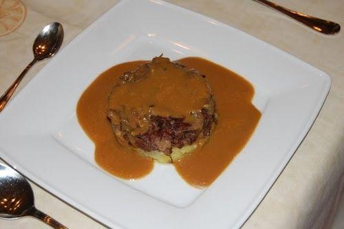 Rabo de buey con salsa de boletus Te enseñamos a cocinar recetas fáciles cómo la receta de Rabo de buey con salsa de boletus y muchas otras recetas de cocina..