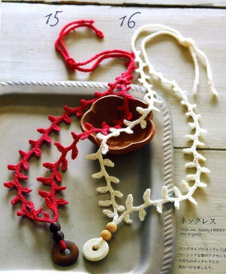 Crochet necklaces Crochet necklace ♥LCJ-MRS️♥️ with diagrams. ---- Colgante Crochet Ramitas de Olivo - Patrones Crochet
