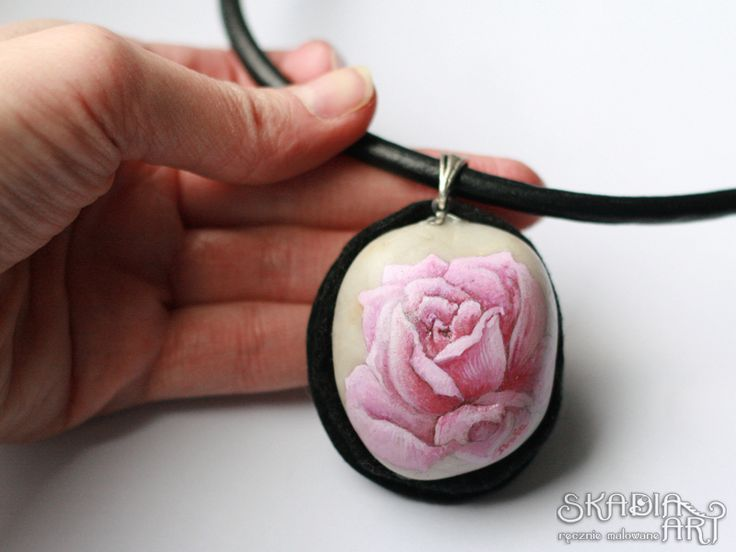 Stone necklace with a hand-painted rose, made for order; natural stone and leather collar