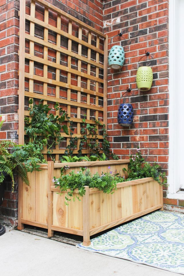How to build a cedar tiered planter with trellis. Perfect for a patio for veggies, or filled with flowers and vines for privacy. Free plans!