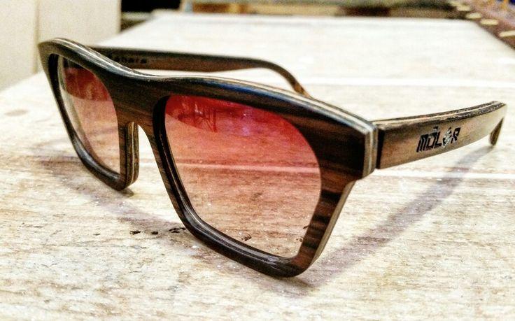 Móler Sáhara ébano lente degradada marrón. Foto realizada en nuestro taller ayer.   Móler model Sahara ebony wooden lenses degraded brow. Pic made yesterday in our factory.