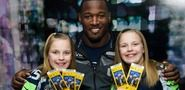 Seahawks Player Surprises Hearing-Impaired Girls With Super Bowl Tickets