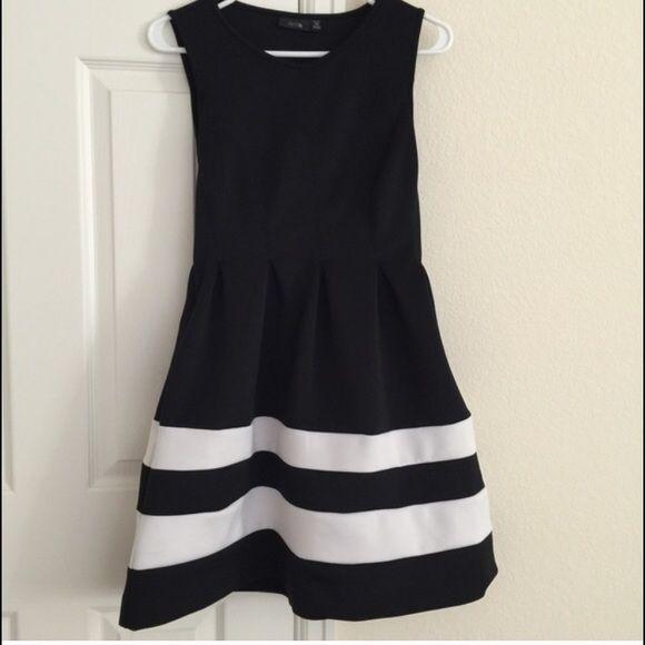 Black and white striped dress. Petite medium. Black and white striped dress, medium petite. Dresses