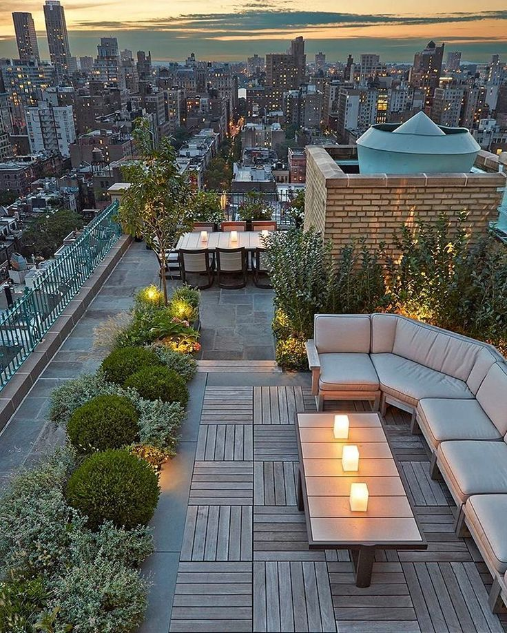 Check out that beautiful view. Could happily sit here for hours watching the city!  Loving the rooftop design by Hollander Landscape Architects