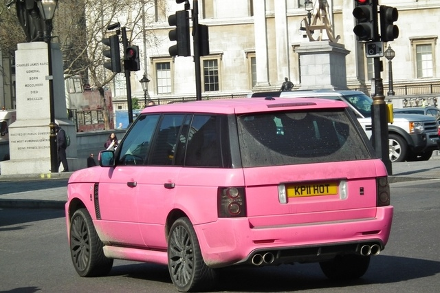 Katie Price's pink car disguises her perfectly from the paparazzi!