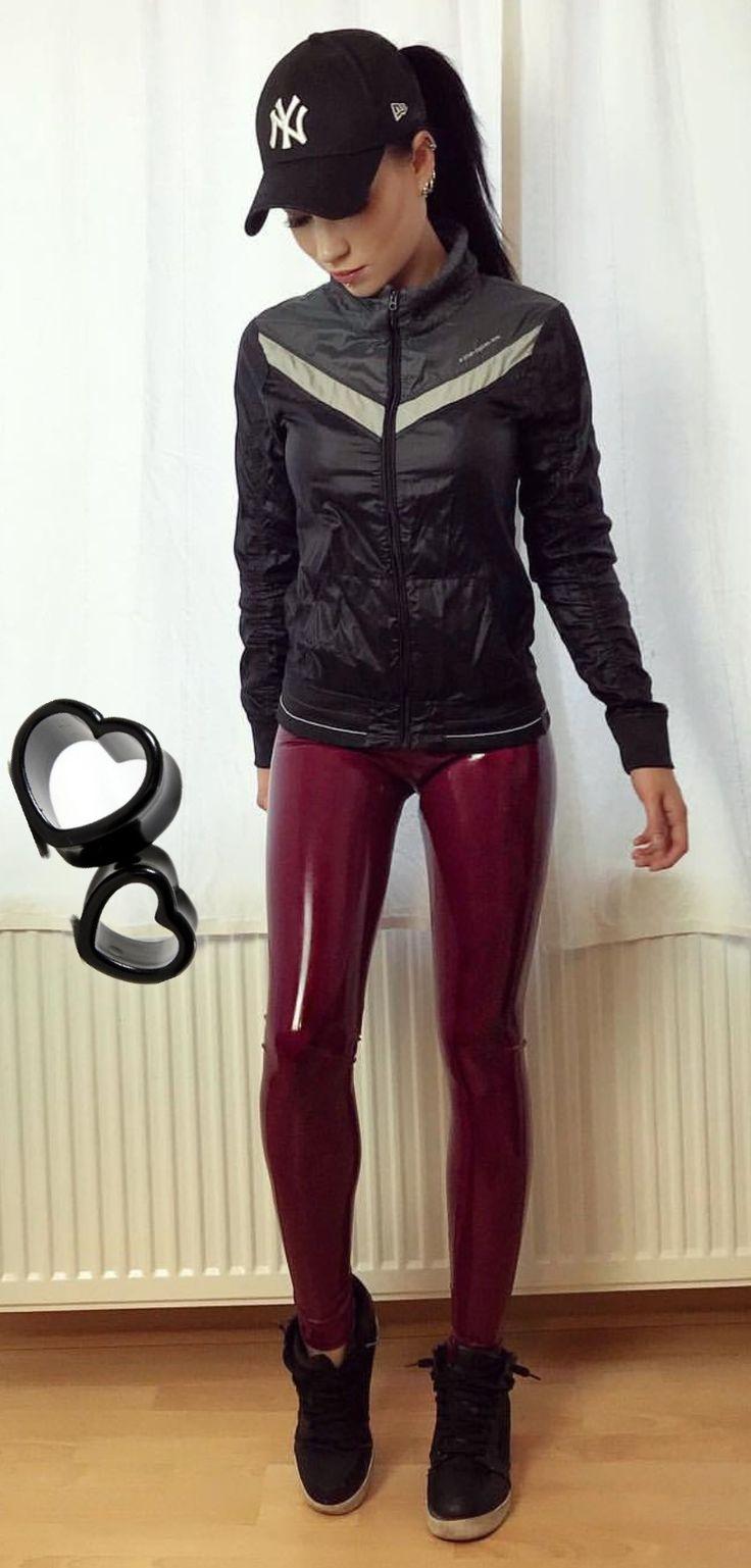 366 besten pvc jeans and trousers bilder auf pinterest lederhosen glanz und gutaussehende jungs. Black Bedroom Furniture Sets. Home Design Ideas