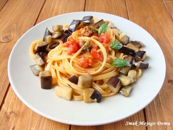 Smak Mojego Domu: Spaghetti z podsmażonym bakłażanem i czosnkowym so...