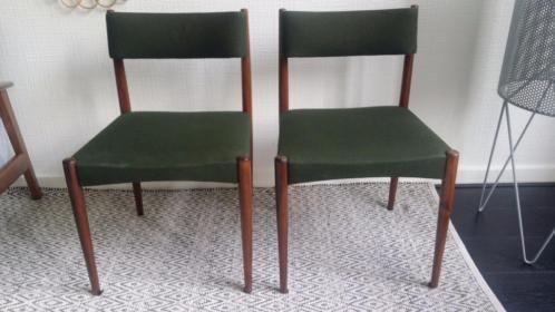 Set van 2 mooie groene vintage eetkamerstoelen. Jaren 60. Deens design (?). Meer foto's op marktplaats.