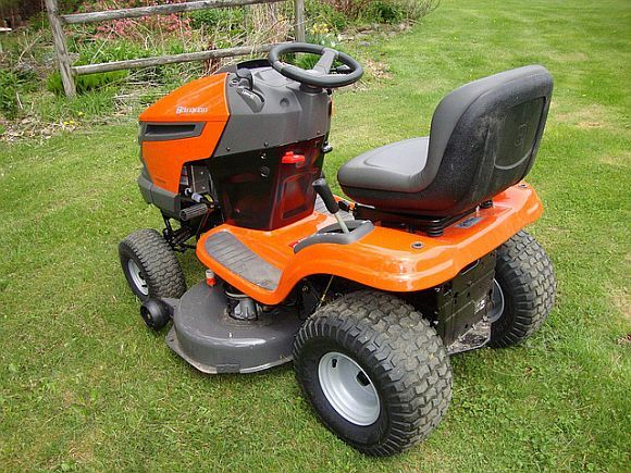Lawn Tractor Safety : Lawnmower safety and kids lawn