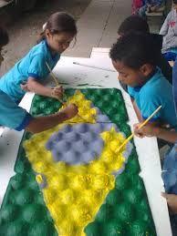 Resultado de imagem para bandeiras para o dia do soldado feita com garrafa pet em educação infantil