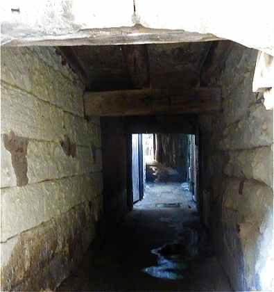 Passage du Coeur Navré entre la place Foire le Roi et la rue Colbert (Passage emprunté au Moyen-Age par les condamnés à mort)