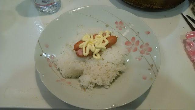 粗挽きソーセージご飯。なんとも寂しい感じである。これも茶碗に入れたら、もっとましに見えるのだが。そうでもないか。  Saw a fault; sausage rice. It is a very lacking feeling. I look better if I put this in a bowl. Is it not so? http://www.bad-food.kandamori.net/2017/04/blog-post_9.html #朝食 #夕食 #昼食 #ランチ #グルメ #ディナー #食事 #料理 #食料 #食べ物 #ご飯 #Breakfast #dinner #lunch #gourmet #meal #Dish #food #rice #cook #cooking