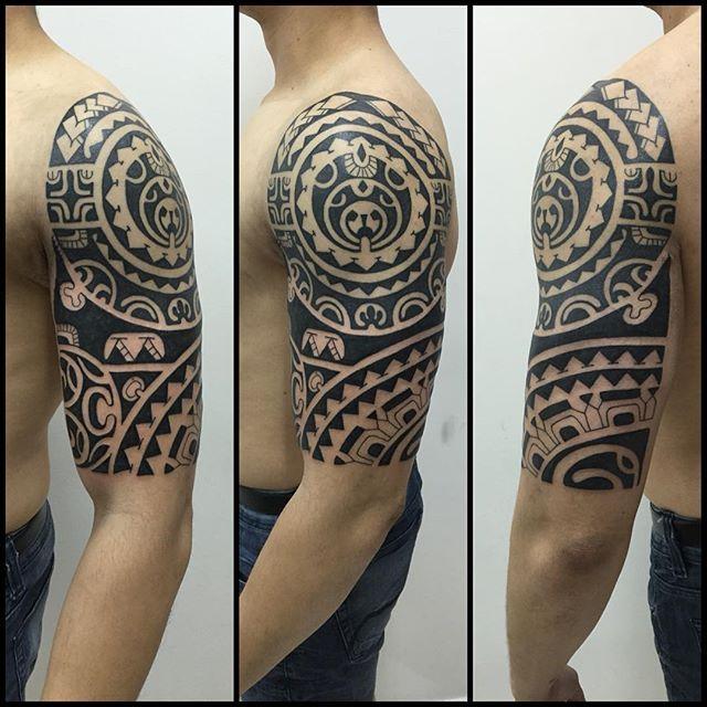 Tatuar amigo é sempre um grande prazer. Valeu @aleexfavs #maoritattoo #maori #polynesian #tattoomaori #polynesiantattoos #polynesiantattoo #polynesia #tattoo #tatuagem #tattoos #blackart #blackwork #polynesiantattoos #marquesantattoo #tribal #guteixeiratattoo #goodlucktattoo #tribaltattooers