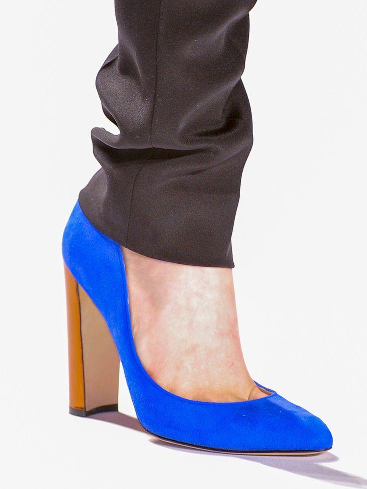 L'escarpin bleu électrique