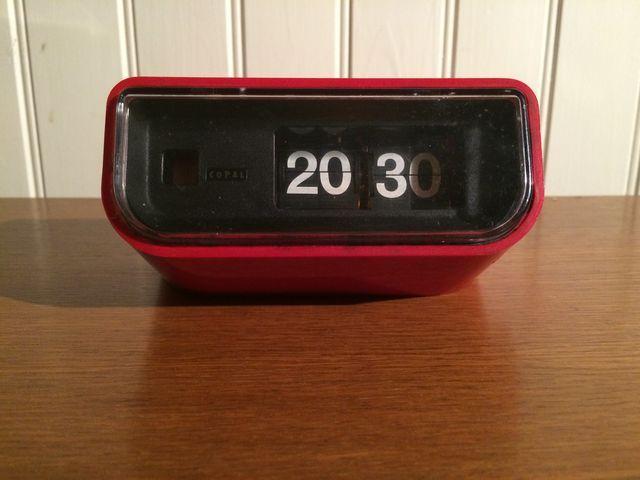 les 25 meilleures id es de la cat gorie horloge flip sur pinterest horloge r tro r veil. Black Bedroom Furniture Sets. Home Design Ideas