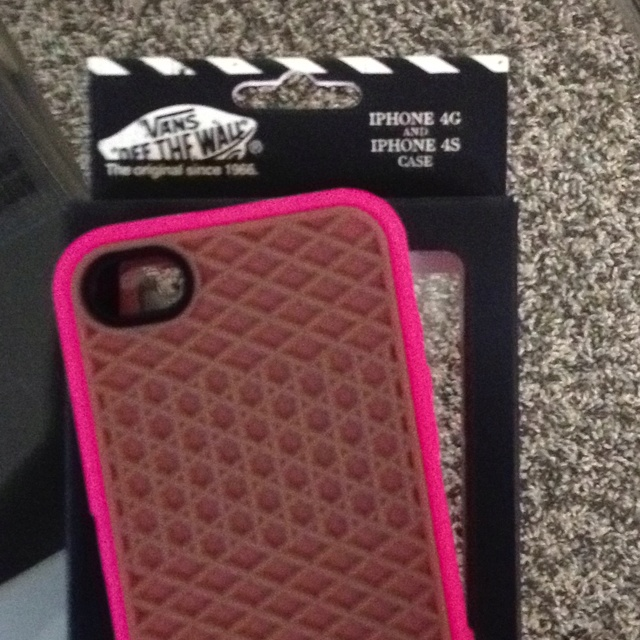My new vans iPhone case :) love that the back looks like a shoe sole: Iphone Cases, Shoes Sole, Vans Iphone