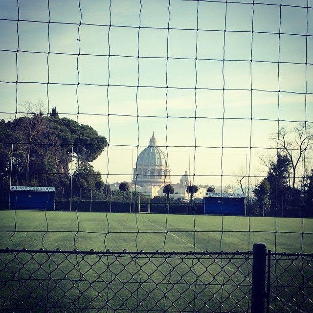 #LorellaCuccarini Lorella Cuccarini: Domenica libera è fare il giro dei campi di calcio con i figli #gioiedimamma Cominciamo con Giorgio☀️