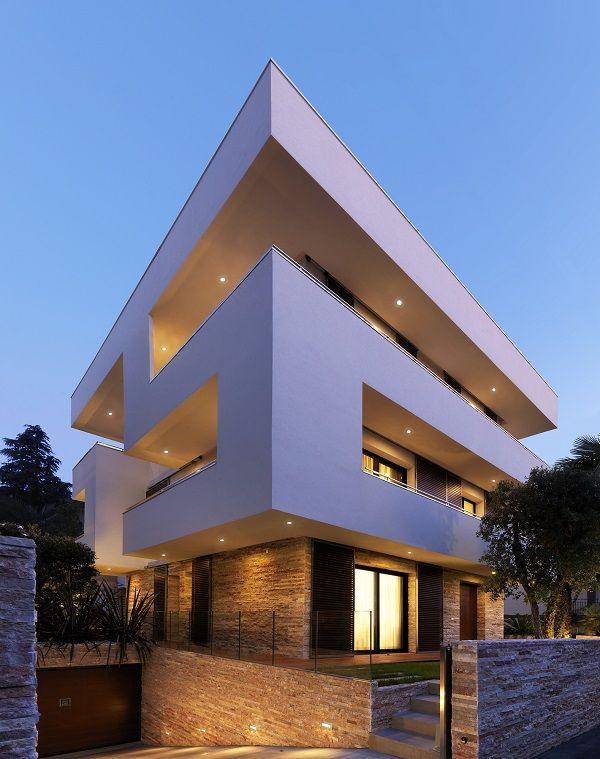 Veja um exemplo de uma Casa montada por Contêineres Sustentável desenvolvida com um sistema Energia Renovável baseada em energia solar mais energia eólica