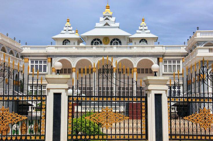 http://www.vietnamitasenmadrid.com/laos/palacio-presidencial-vientian.html Palacio Presidencial de Vientián