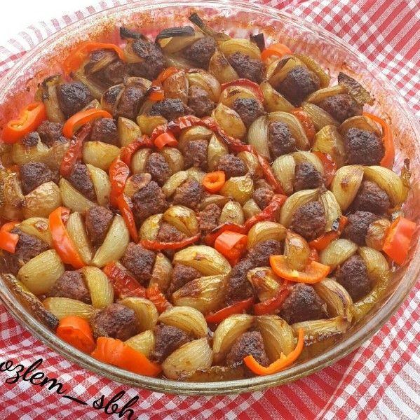 Soğan Kebabı nasıl yapılır? Misafirleriniz için hazırlayabileceğiniz ve sofralarınızı süsleyecek bu yemek tarifimizi herkes çok beğenecek. Soğan kebabı yapımı için gerekli malzemele