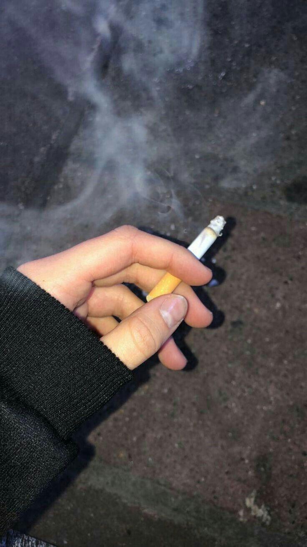 Мая советские, картинки с сигаретами в руках у девушки