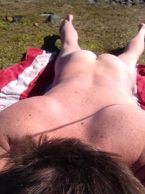 The whole body need sun 20-30 min on eatch side :-)
