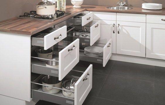 Witte landelijke hoekkeuken kies voor sfeer van nostalgie db keukens hoekkeukens - Witte keuken voorzien van gelakt ...