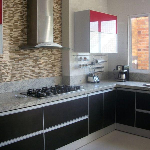 Cocina Integral con mueble bajo en color wengue, marco y manijas en ...