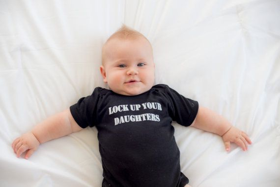 Hoi! Ik heb een geweldige listing op Etsy gevonden: https://www.etsy.com/nl/listing/159772766/infant-boy-clothing-lock-up-your