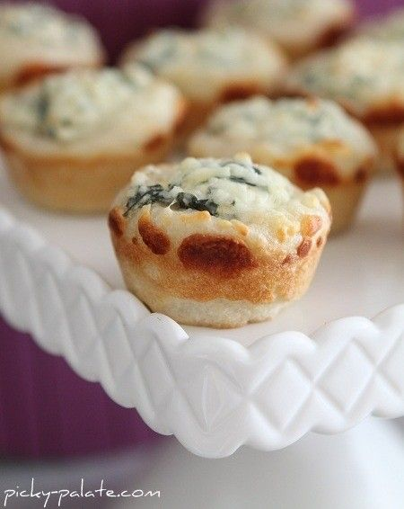 Baked Spinach Dip Mini Bread Bowls - Great finger food for holiday