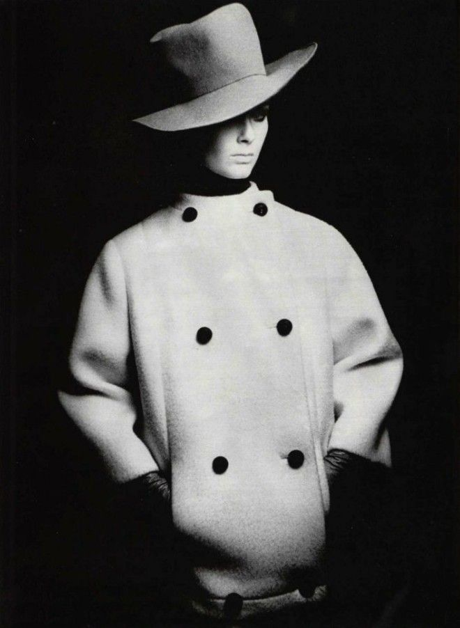 Le points cardinaux de la ModeL'Officiel #521, 1965Photographer: GuéganChristian Dior, Spring 1965 Couture
