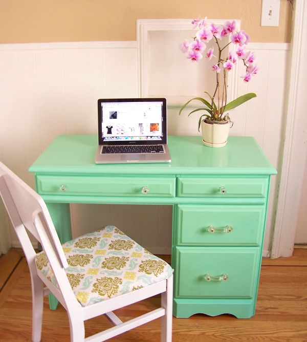 Now I want to find an old desk, or steal mine from my parents' place to make it look this sweet!
