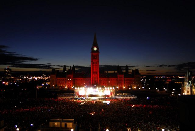 The evening show on Parliament Hill - by Canada's Capital