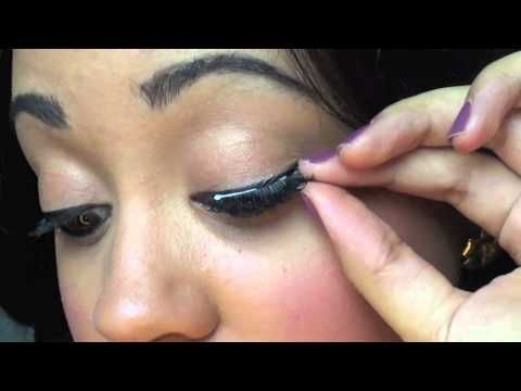 Ooops, almost forgot about this 'detail'! Here is the tutorial about applying fake eyelashes :)