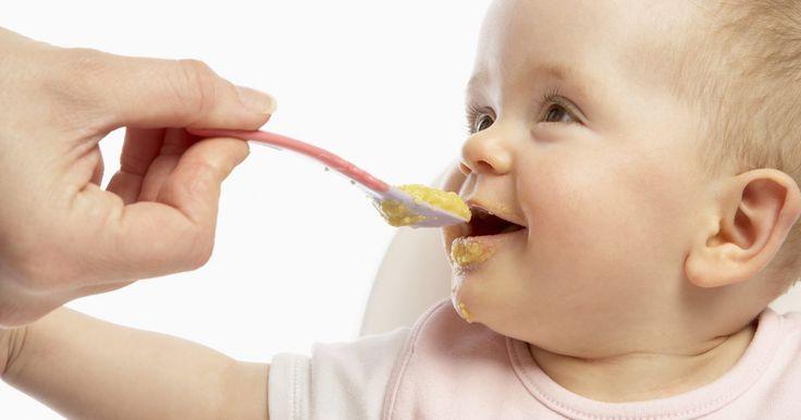 Ventajas y desventajas de la alimentación complementaria. La alimentación complementaria debe ser introducida a la dieta de tu bebé si la leche materna o la fórmula ya no son suficientes para satisfacer sus necesidades nutricionales. La Academia Americana de Pediatría recomienda que no haya introducción de alimentos sólidos, incluyendo cereales para bebés, alimentos para bebés o alimentos de mesa, antes ...