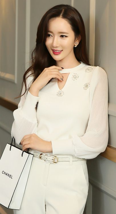 StyleOnme_Sequined Flower Detail Keyhole Puff Sleeve Knit Top #glam #chic #floral #knit #chanel #koreanfashion #allwhite #classic #feminine #seoul #falltrend