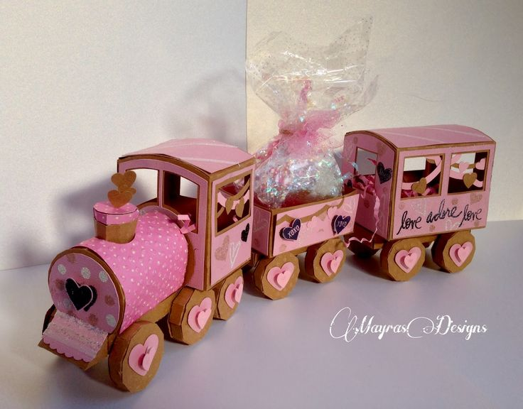 Welcome to Mayras Designs: Love train !