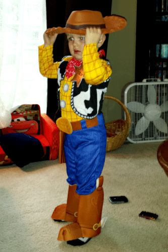 DIY Disney Incredibles Costume http://cmongetcrafty.com/diy-disney-incredibles-costume/