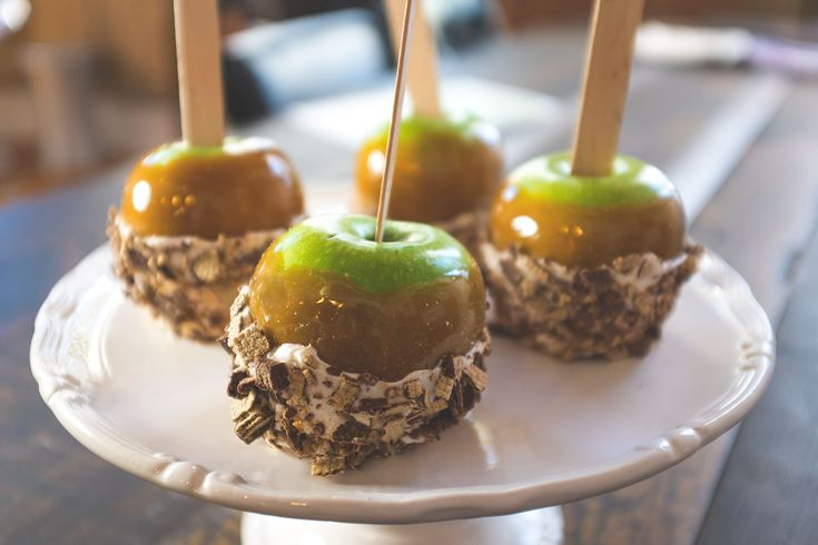 KIT KAT Candy Apples These KIT KAT candy apples are as easy to make as a KIT KAT pie!