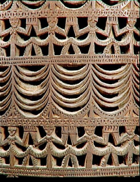 Tambour cylindrique sur socle à une peau, détail - Réunion des Musées Nationaux-Grand Palais -