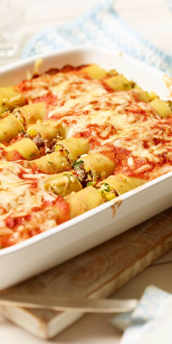 Rollen, füllen, überbacken und genießen. Nichts ist so einfach und lecker wie Cannelloni mit Steckrüben-Hack-Füllung mit Käse überbacken.
