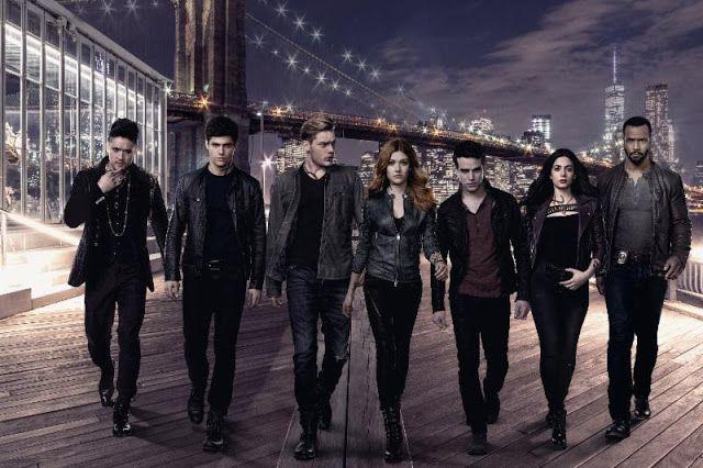Shadowhunters ya tiene su segunda temporada disponible en Netflix y han confirmado una tercera.