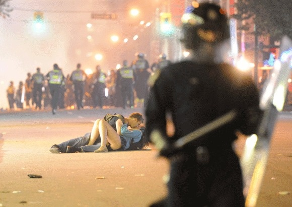 Kissing couple during Vancouver riots