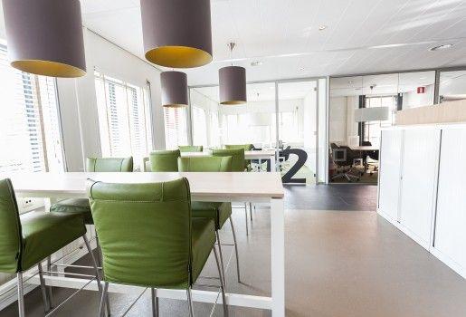 Tafels in Centraal Bureau Stichting Groenhuysen in Roosendaal   Gerealiseerd in samenwerking met Marijn de Kok