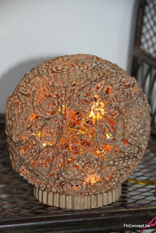 une boule en dentelle de carton les cr ations de fhconcept pinterest. Black Bedroom Furniture Sets. Home Design Ideas