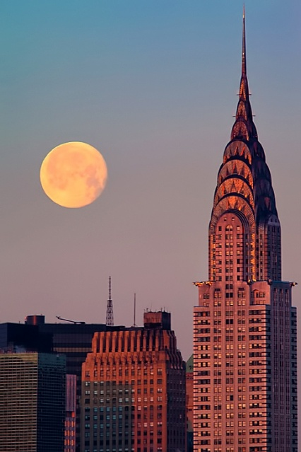 NYC - Beautiful photo by Inga Sarda-Sorensen.: Moon Hover, New York Cities, Near Ful Moon, Nyc Icons, Favorite Building, Outlets Raybansunglass, Places, Newyork, Chrysler Building